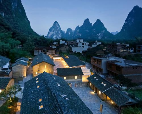 Five farm houses were renovated to make space for 23 guestrooms and a new restaurant was built / Su Shengliang