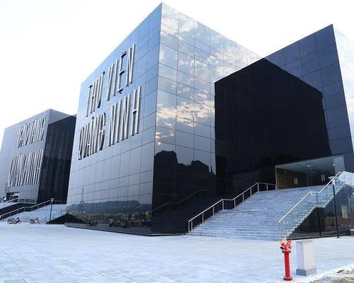 The museum is formed by three black-clad blocks, whose reflective walls mirror the limestone karsts located in the bay behind / S Design