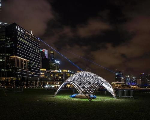The structure – called Lampshade – is a simple bamboo volume covered with photovoltaic cells / Urban Redevelopment Authority.