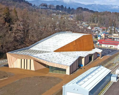 The project was commissioned to coincide with a new high speed railway line connecting the town of Iyama to the Hokuriku region / Fujitsuka Mitsumasa