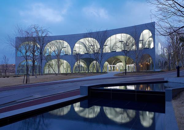 The Tama Art University Library features a series of slender arches