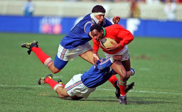 Nigel Walker playing rugby for Wales in a match against France in 1993 / © Phil O'Brien/EMPICS Sport