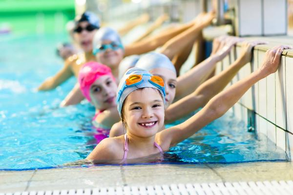 Swim England is working to ensure all children learn to swim at school / © shutterstock/BRG Photography