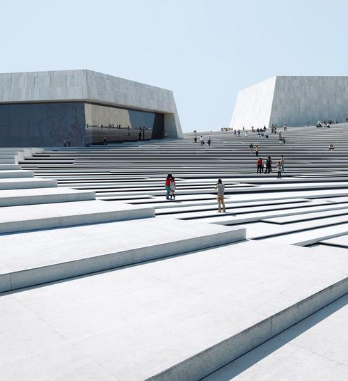 The stepped roof winds around the opera and links to the concourse. / Image by Mir and Snøhetta