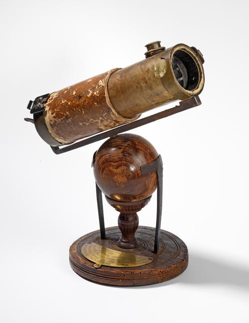 Sir Isaac Newton's reflective telescope from 1671 / Royal Society collections