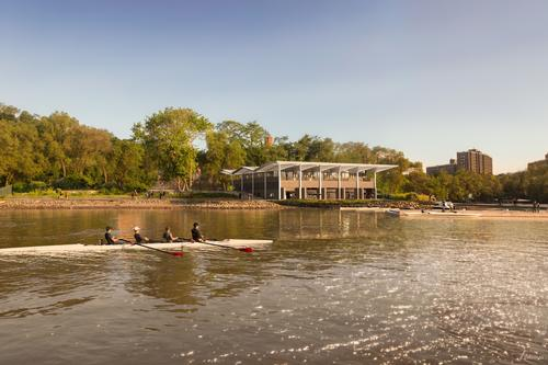 The boathouse will be situated on the Harlem River, within Sherman Creek Park / Foster + Partners