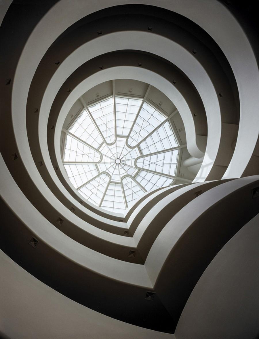 View of rotunda and skylight from the ground floor at the Guggenheim Museum / Unesco / Solomon R. Guggenheim Museum