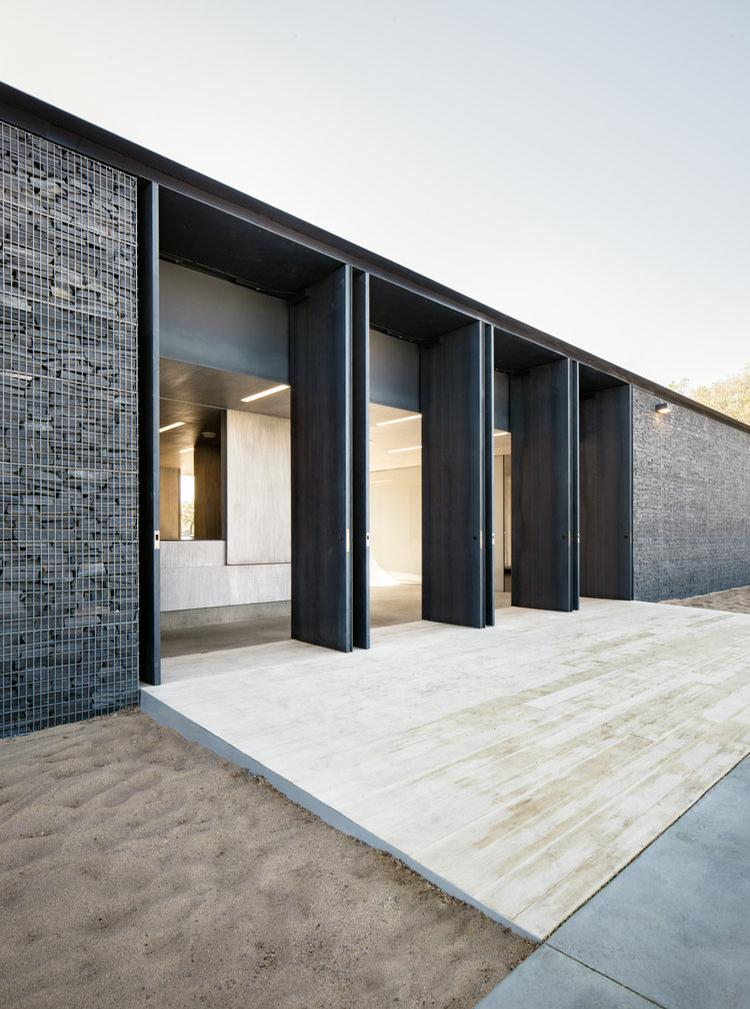 Entry doors to the swimming pool / gh3 architecture