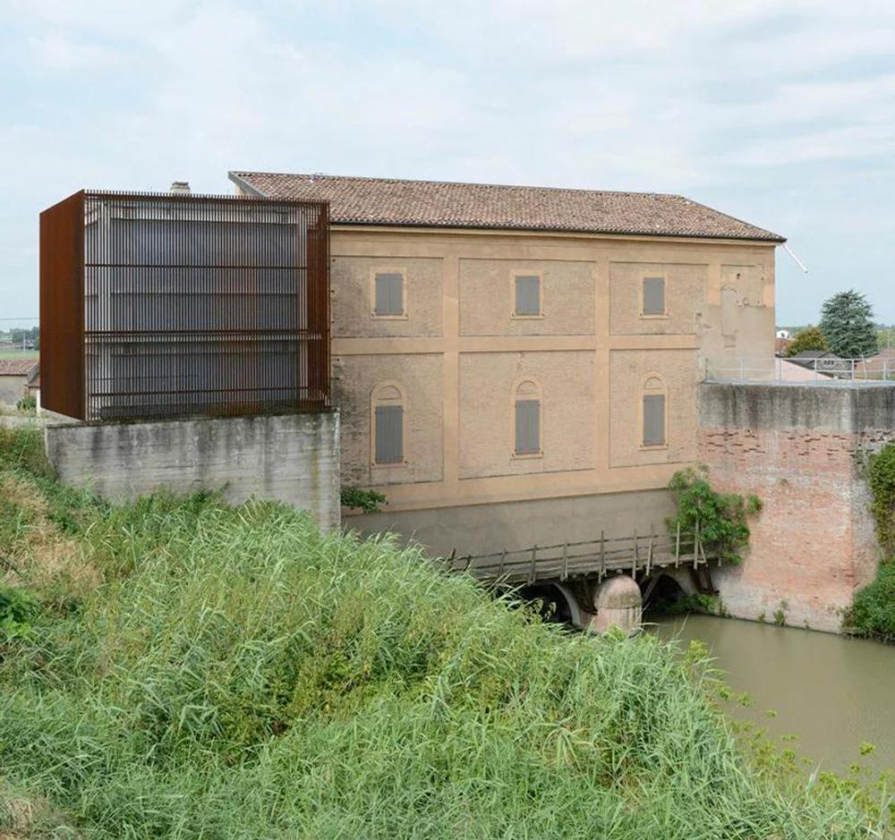 Work on the building – which first began in 2009 – included the complete renovation of the historic structure and the addition of a new corten steel volume
