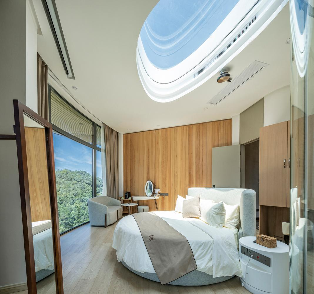 Skylights in the roof of the Yanshang allow light into the building / Jin Weiqi