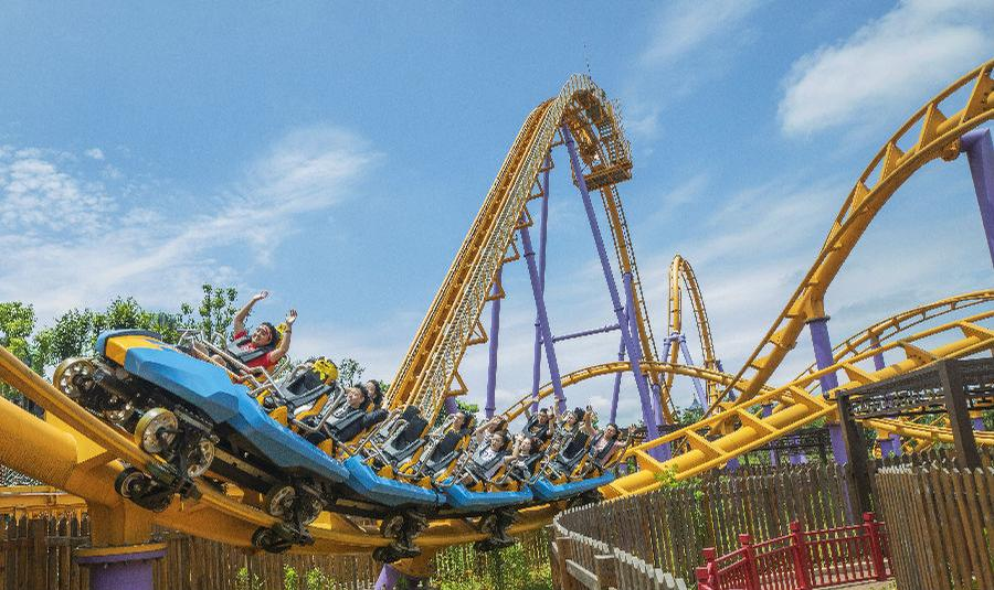 Rides at the Changsha Fantawild Park in Hunan Province, which opened in July / Fantawild