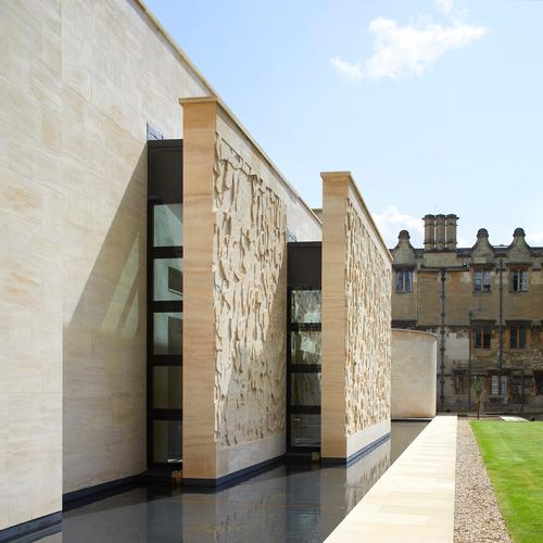 The building comprises a series of overlapping planes of masonry and glass / Hufton+Crow