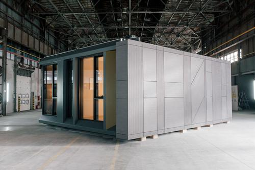 The building seeks to show that a modular building can be stylish too / Danny Forster & Architecture