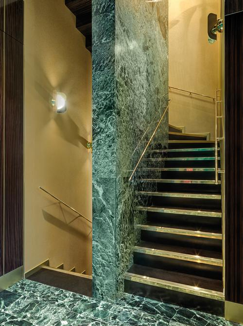 Green Alpi marble is used through the space / Matteo Piazza