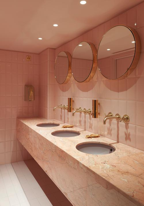 Marbles is also used in the toilets / Matteo Piazza