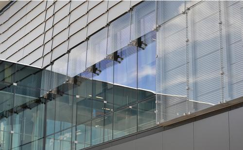 The façade is designed to shield fans from the elements / Neumann Monson