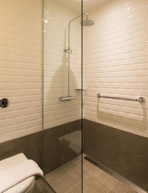 All rooms have power showers and other amenities fitted / Aerotel