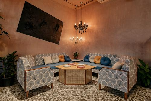 Off-white plastered walls provide a basis for the restaurant's sense of warmth / Darshan Savla