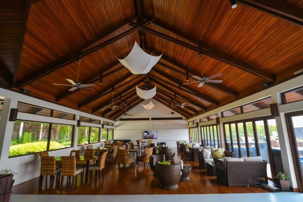 A meeting space at the Sheraton Maldives resort