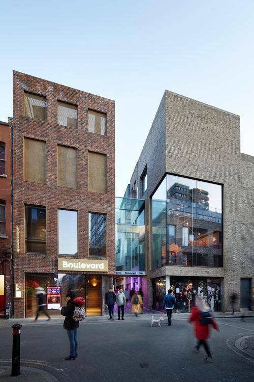 Façades of interlocking bricks clad the theatre buildings / SODA Studio