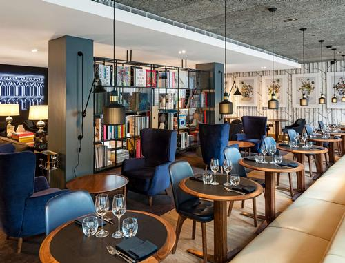 The Library bar is a more relaxed and social space / Radisson