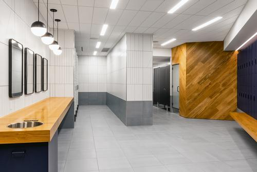 Quartz surfaces, oak elements and Italian tiled walls and floors give a sense of luxury / Rafael Soldi