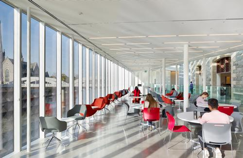 Tables and lounge seating provide spaces to work, gather and socialise / Tom Arban