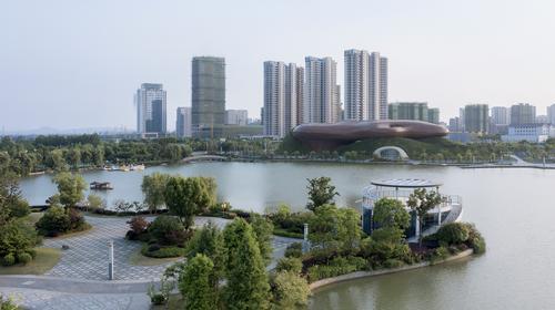 The organic shape is inspired by the Jiaoweiqin musical instrument / Xia Zhi