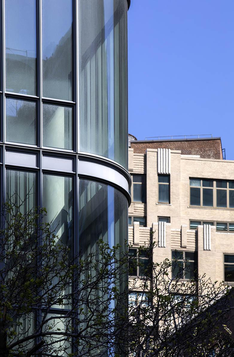 Curved glass corners help to make the most of the views / Anna Morgowicz