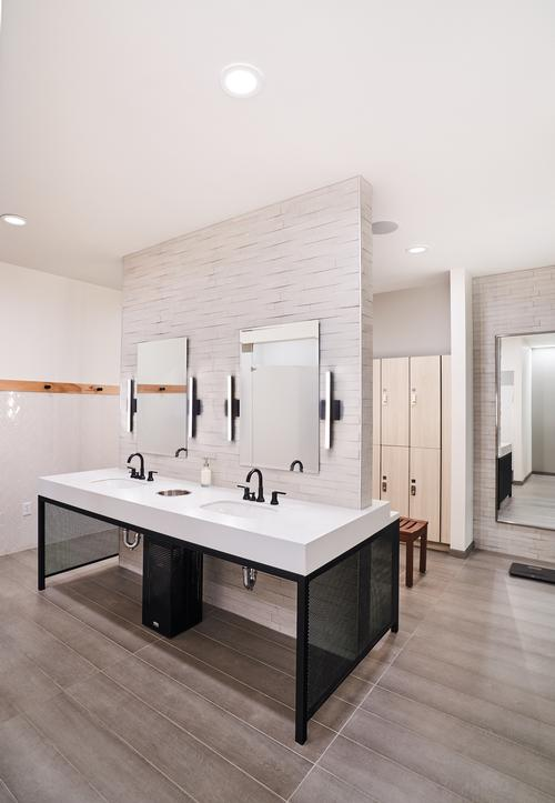 There are multiple styles of tiling in the changing areas / Hufft