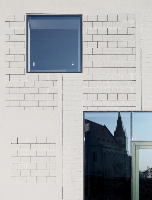 Windows have also been added in different places to provide views of the surroundings / Alex Shoots Buildings