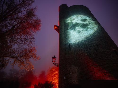 The Poertoren Tower, built in 1401 / Kris Van De Sande
