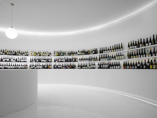 The space has been designed to celebrate the wine bottle, / Ivo Tavares Studio