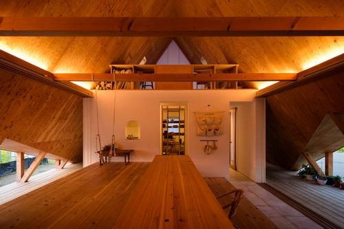 Storage space, partitions and private rooms have been eliminated as much as possible / Isamu Murai