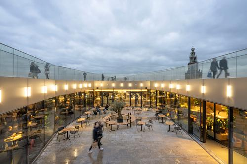 The building is topped with a roof terrace, a viewing platform and outdoor theatre / Marcel van der Burg