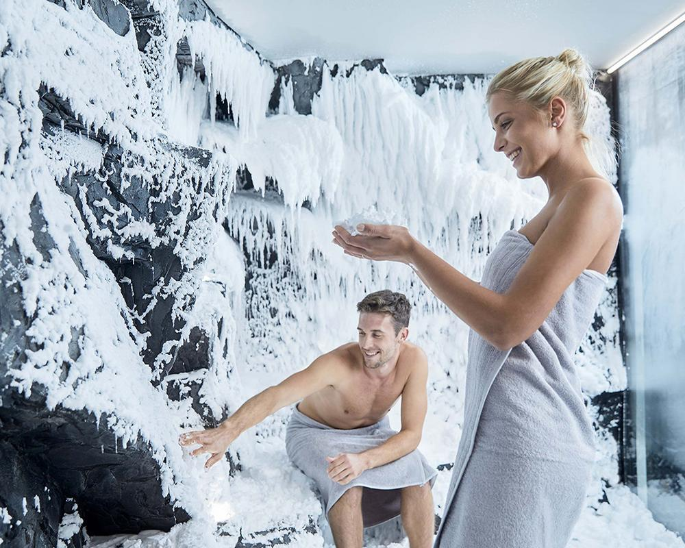 The SnowRoom offers a very gentle post-sauna, cooling down session in the snow. The result: the ultimate feel-good factor.