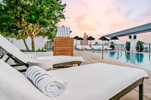 The rooftop pool and sun deck is situated six floors up and provides panoramic views of the ocean, South Beach and the Miami skyline