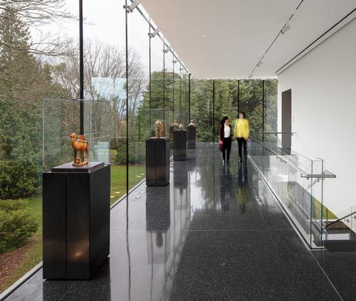A new Park Lobby has been added to the building / Adam Hunter/LMN Architects