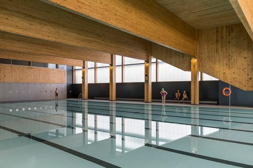 There is a swimming pool on the building's ground floor / Enric Duch