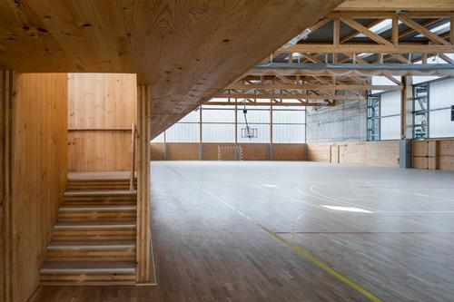 Prefabricated laminated wood was chosen for its excellent lifecycle characteristics, mechanical performance and its lightness / Enric Duch
