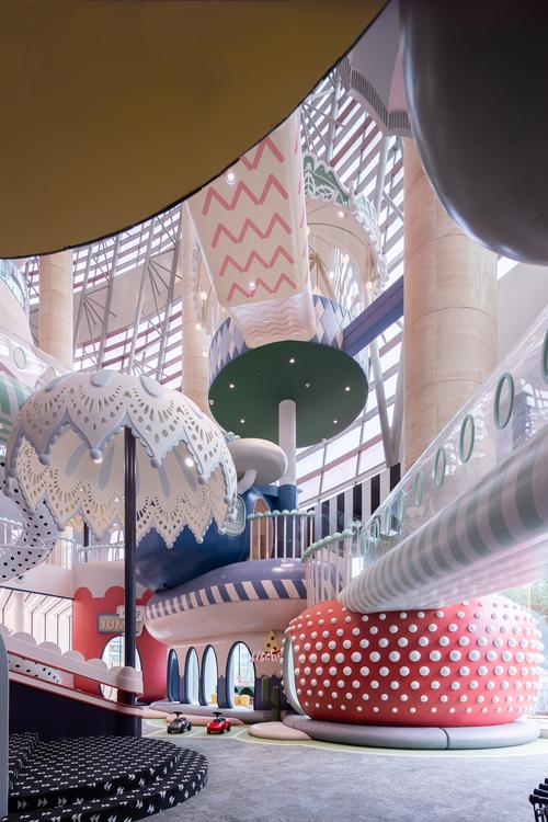 The centre is designed to be a three-dimension world for kids to explore / Shao Feng