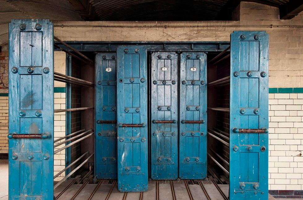 It features possibly the only surviving steam-heated drying racks at a British swimming pool / Historic England