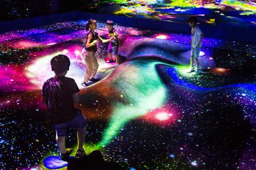 Multi Jumping Universe, 2018-, Interactive Digital Installation, sound: DAISHI DANCE / teamLab