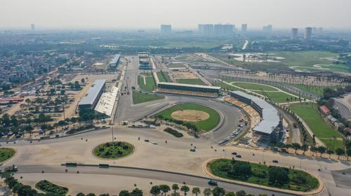 Drivers will reach a top speed of 335km/h (208mph) on their way around the circuit