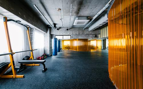 The gym offers nutritional counselling, hydrogen gas inhalation and blood sampling equipment in addition to conventional physical training / Toshiyuki Udagawa