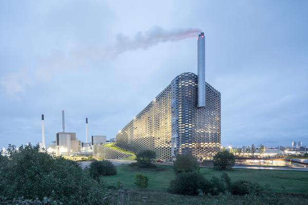 The waste-to-energy plant has a ski slope, hiking trails, an 85m climbing wall, restaurant and apres ski bar