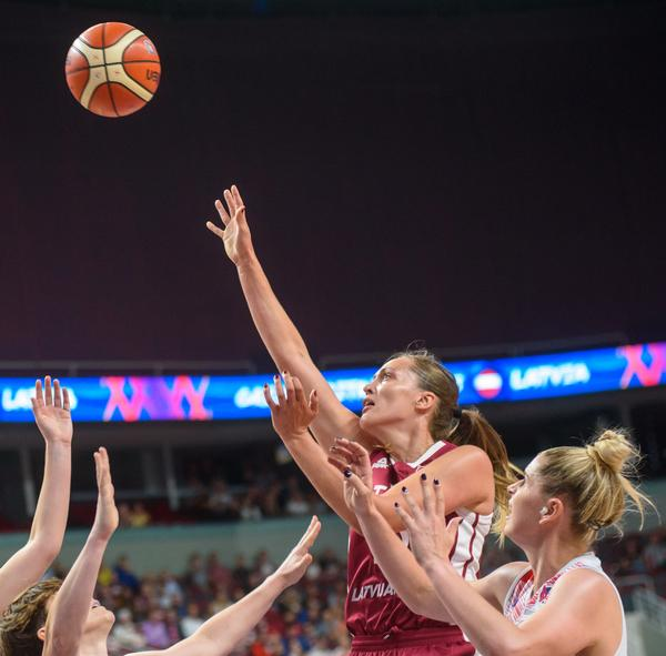 Early in her career, Wainwright wrote the Club Action Planning Scheme for Netball England, to help ensure players can enjoy netball in a safe environment / © shutterstock/Gints Ivuskans