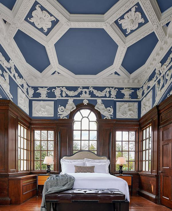 The Grade I-listed Wedgewood Suite features its original plasterwork ceiling and wood panelling, and offers views of the estate and of the River Thames