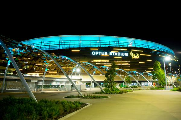 LED façade lighting can turn the stadium into a recognisable landmark / © shutterstock/Adwo