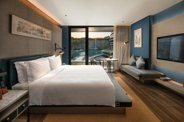 The guest rooms provide views across the quarry